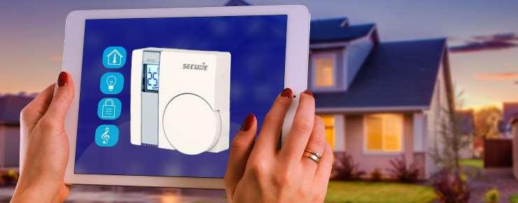 SRT 321 Thermostat d'ambiance Secure Z-Wave Plus sans fil économies et confort